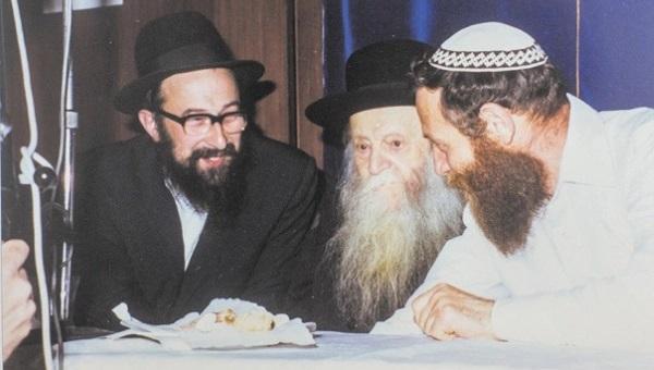 הרב צבי יהודה, הרב טאו והרב דרוקמן