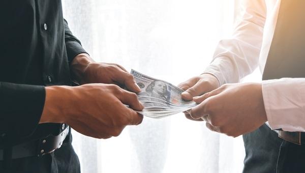 לשלם ולהשתכר בכבוד