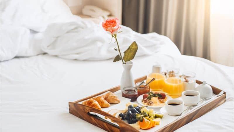 ארוחת בוקר במיטה