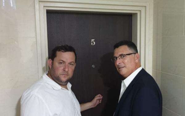 גדעון סער ויוסי דגן דופקים בדלתות