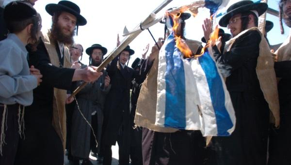חרדים שורפים דגל ישראל