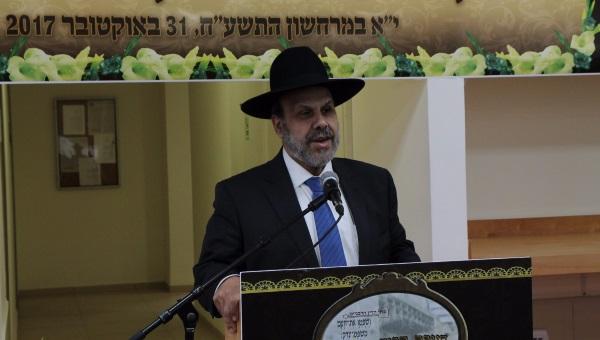 שר הדתות נושא דברים בכנס