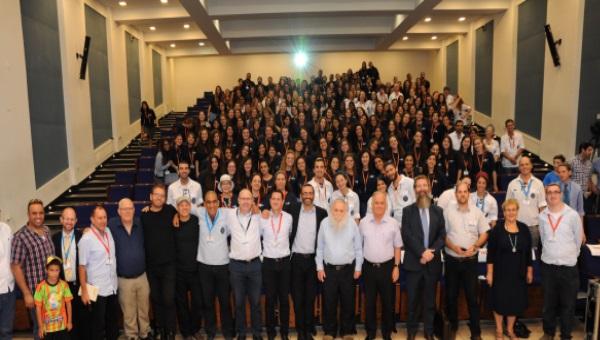 השליחים בתמונה קבוצתית