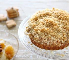 עוגת תפוחים עם מיני קוקיס קרמל צילום: לירון אלמוג
