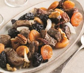 קוביות בשר ופירות יבשים צילום: בועז לביא