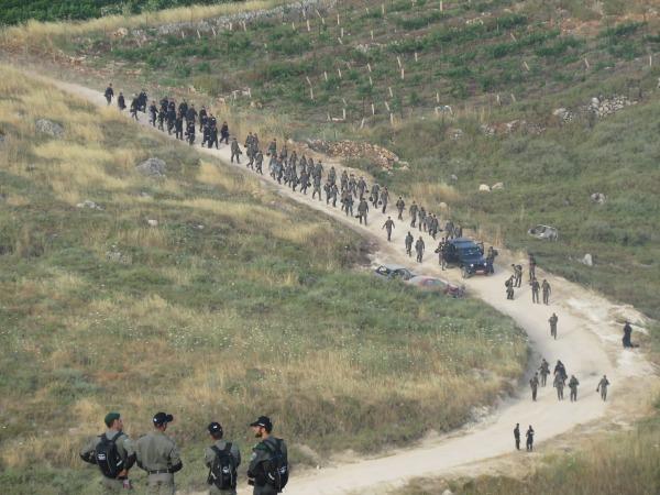 כוחות הביטחון בדרך לפינוי המאחז