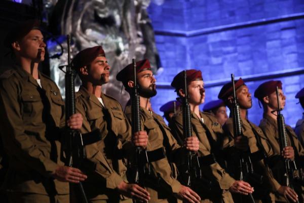 משמר הכבוד בטקס יום השואה