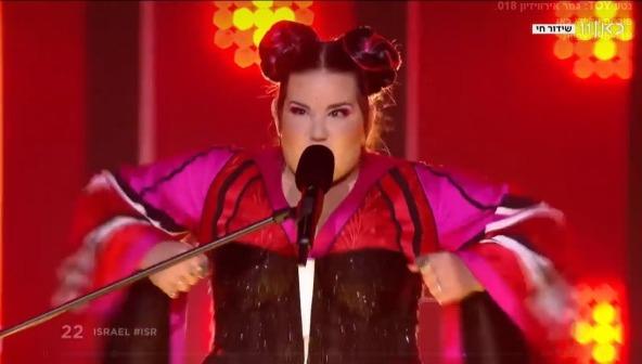 נטע ברזילי מבצעת את השיר הזוכה