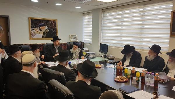 הרבנים בכנס החירום