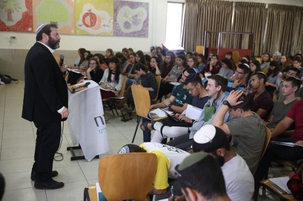 הרב לונדין והמתנדבים