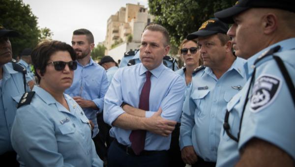 """השר ארדן ומ""""מ מפכ""""ל המשטרה בשטחי ההפגנות"""