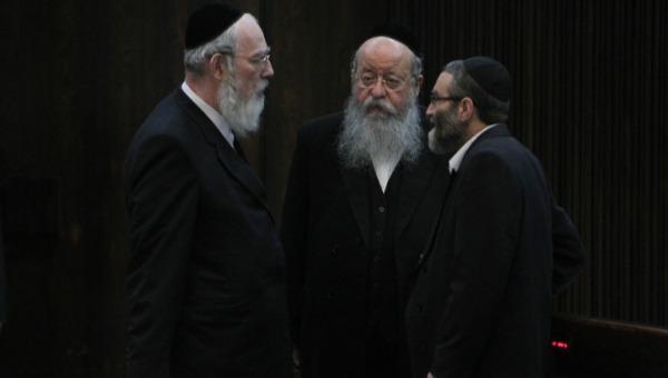 ידעו ימים טובים יותר. משמאל: חברי הכנסת אייכלר מוזס וגפני