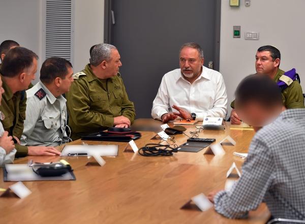 ליברמן, איזנקוט ובכירי מערכת הביטחון