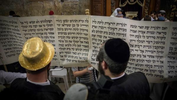 כיצד חוגגים בירושלים. מעמד קריאת המגילה