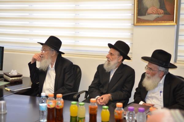 הרב שטרנברג והרב טאו בכנס החירום