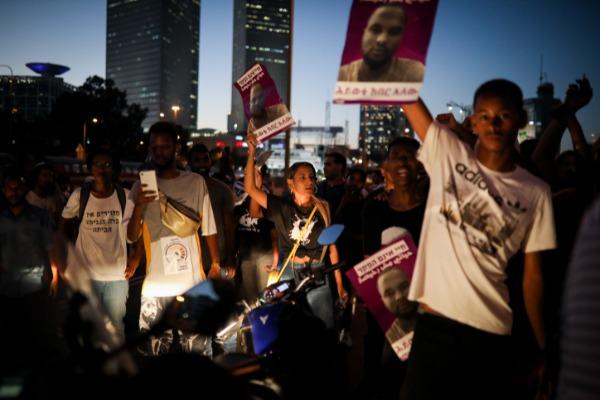 מפגינים בתל אביב. בני העדה האתיופית