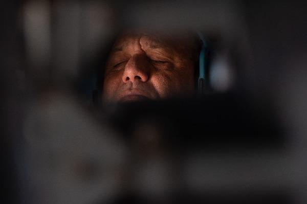 ישן במהלך טיסה