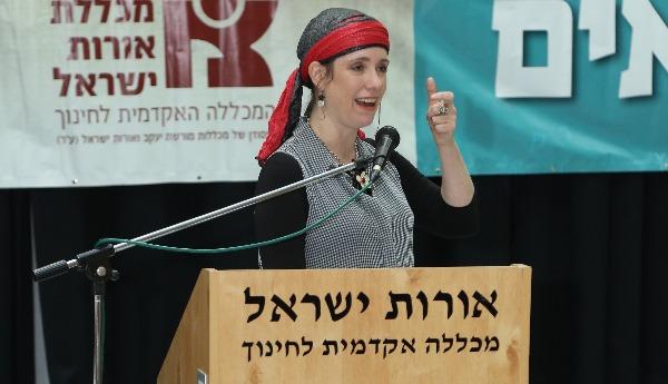 דיקנית המכללה, הרבנית לאה ויזל