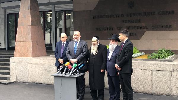 דרעי ונציגי הממשל האוקראיני לאחר חתימת ההסכם