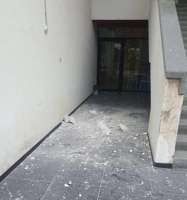 המבנה שנפגע מירי חמאס