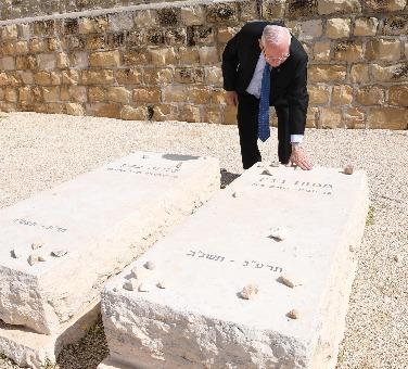 הנשיא בקברו של בגין