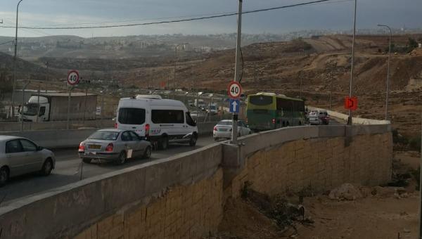 פקקים במחסום חיזמה