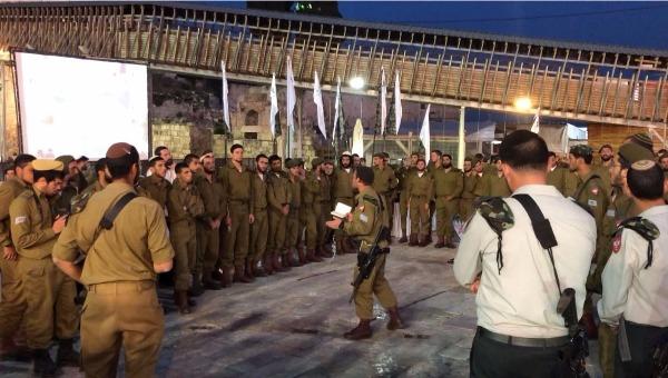 החיילים בזמן הטקס