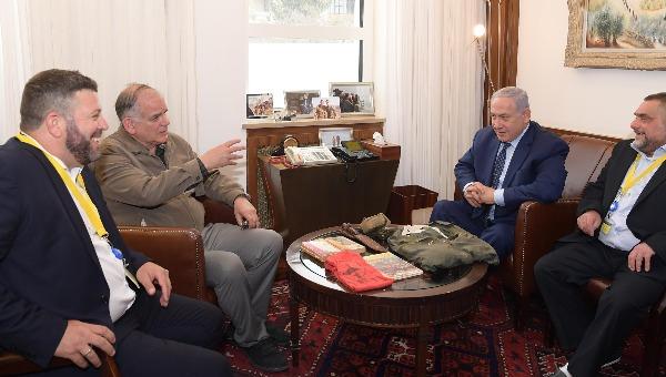 ראש הממשלה ואחיו עם פקודו של יוני נתניהו