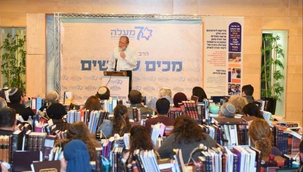 הרב סדן בשיחה עם בנות המדרשה