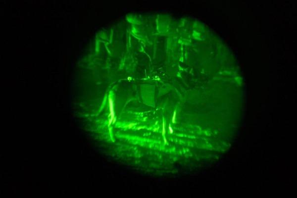 מתאמנים גם בלילה. כלב מיחידת עוקץ
