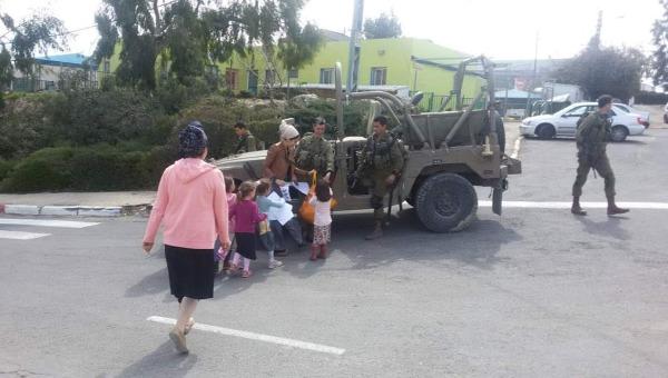 תושבים וחיילים ביצהר. ארכיון