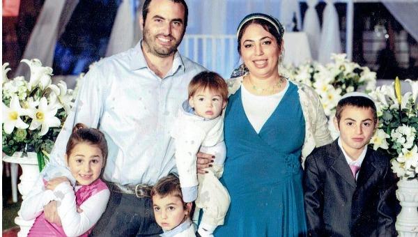 אור ורואי ליפניק (למטה משמאל) עם משפחתם