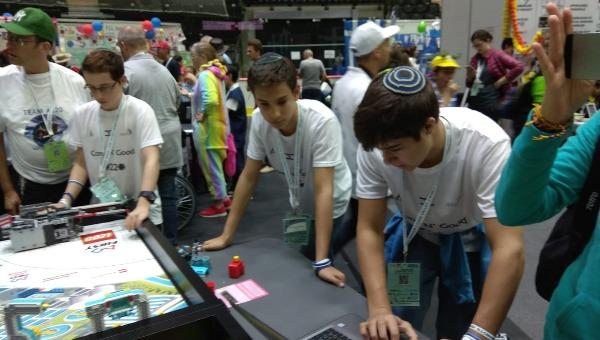 """תלמידי יב""""ע מודיעין בתחרות הרובוטיקה"""