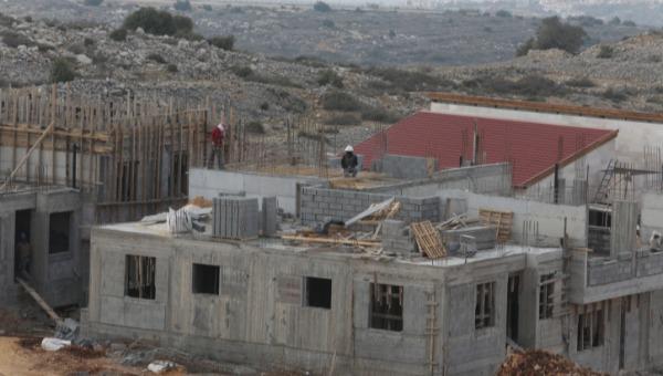 בנייה באריאל