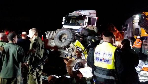 זירת התאונה בכביש 6 שבה נהרגו שני החיילים