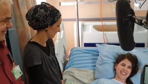 שובה מלכה במיטתה בבית החולים העמק