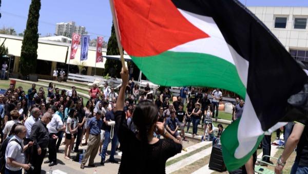 הפגנה של סטודנטים ערבים וארגוני שמאל באוניברסיטת תל אביב