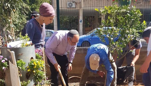 """נטיעת הגן לזכרו של הרב איתמר בן גל הי""""ד"""