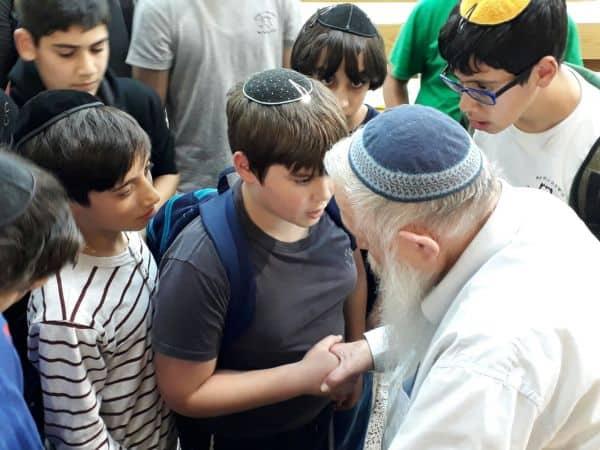"""תלמידי חמ""""ד הרצוג בני ברק במפגש עם הרב דרוקמן"""