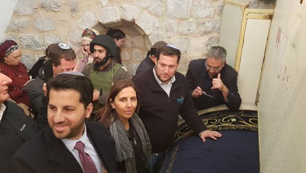 השרה גמליאל בקבר יוסף