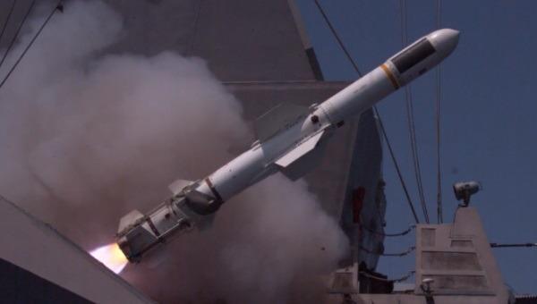 שיגור טיל במהלך תרגיל חיל הים