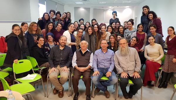 יצחק בלפר במפגש עם תלמידות אורות ישראל