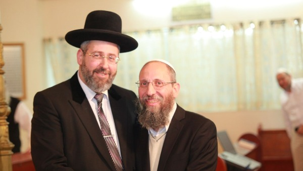 הרב יוסף צבי רימון והרב דוד לאו בחגיגת יום ההולדת