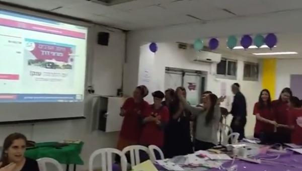 תלמידות אולפנת שעלבים חוגגות את הצלחת אירוע ההתרמה