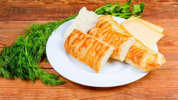 בילנצס במילוי גבינות ברוטב בשמל