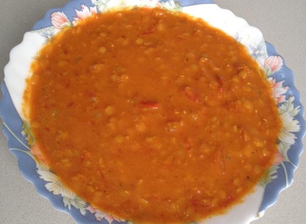 מרק עדשים ועגבניות