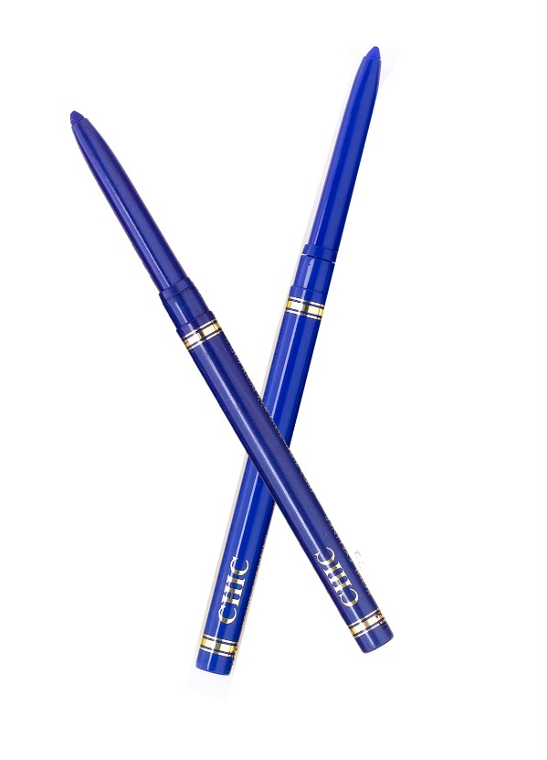 בקיץ הקרוב הצבע הכי טרנדי באיפור - הוא כחול