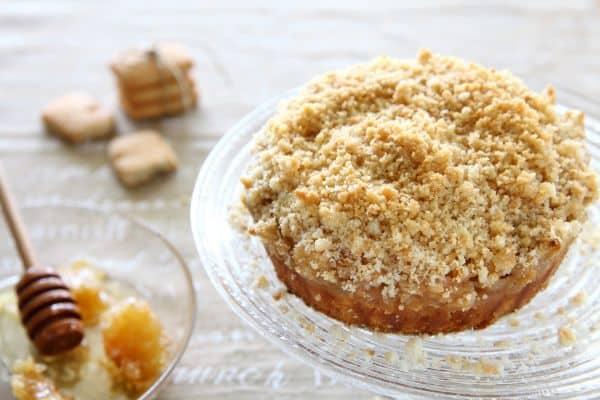 עוגת תפוחים עם מיני קוקיס קרמל