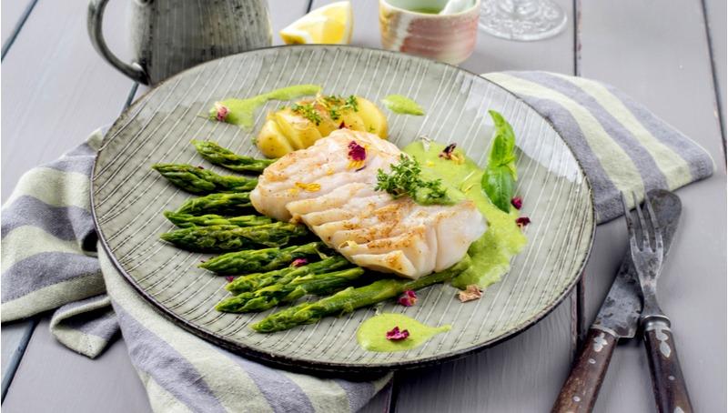 פילה דג ים על קרם כרובית וארטישוק רומאי