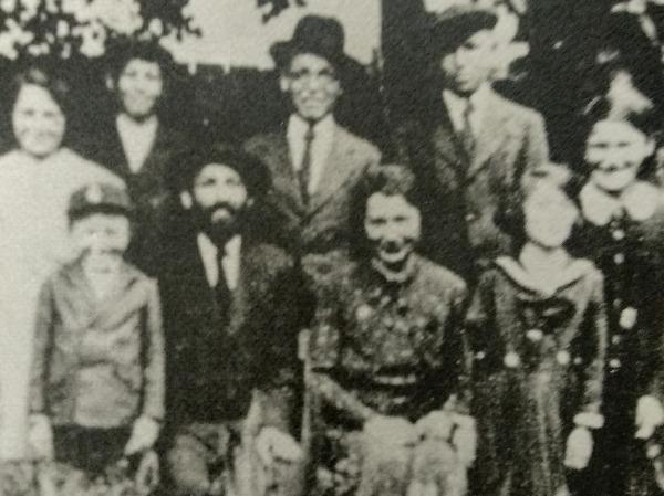 כל המשפחה רגע לפני שהכל התחיל,  חנה ויעקב גרונפלד ו7 ילדיהם